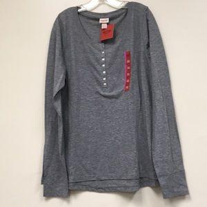 🌴NEW LISTING🌴 NWT Mossimo T-Shirt
